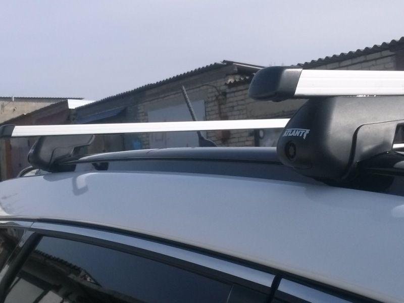 Багажник на крышу Hyundai Santa Fe 2012-..., прямоугольные дуги на интегрированные рейлинги, Атлант